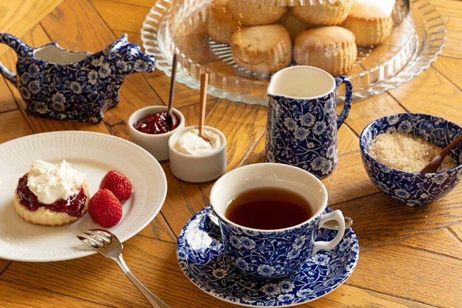 大阪・梅田にスコーン専門店、紅茶は飲み放題