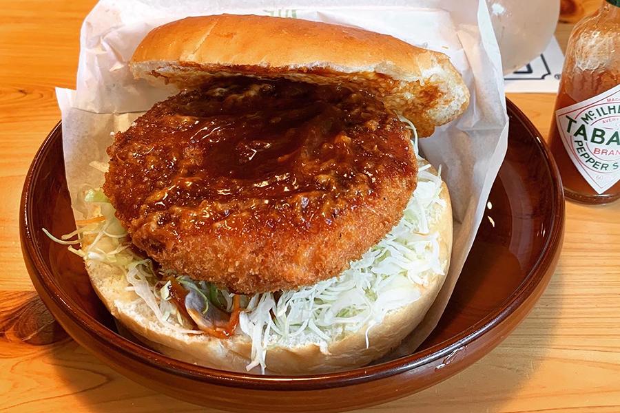 コメダ珈琲店の季節限定バーガー「グラクロ」580〜610円(価格は店舗により異なる)