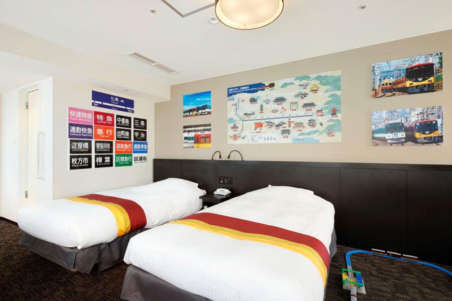 「京都タワーホテル」に登場した京阪電車8000系特急車両をテーマにしたコラボルーム