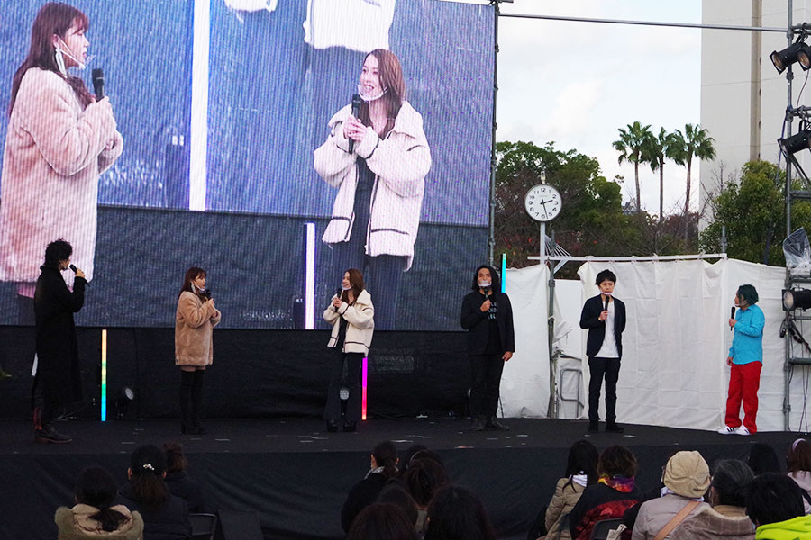 左から齊藤工、古田愛理、Niki、見取り図(盛山、リリー)、永野。ソーシャルディスタンスをとった上でトーク(29日撮影)