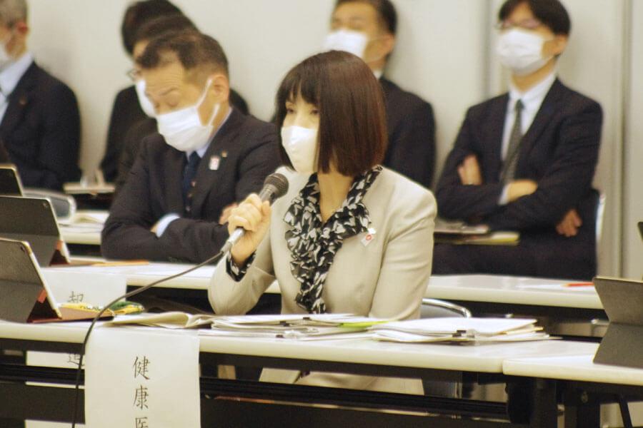 『大阪府新型コロナウイルス対策本部会議』に出席した健康医療部の藤井睦子部長(11月11日・大阪府庁)
