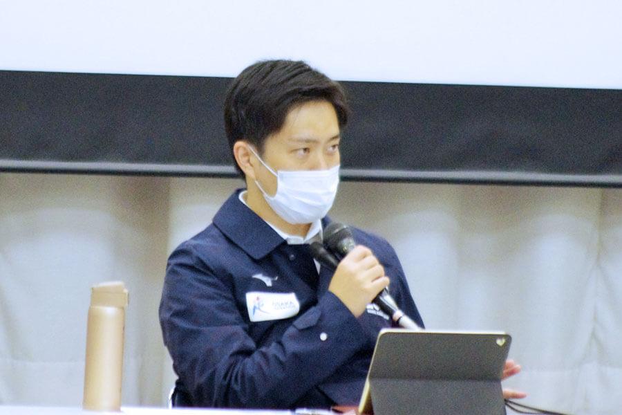『大阪府新型コロナウイルス対策本部会議』に出席した吉村洋文知事(11月11日・大阪府庁)