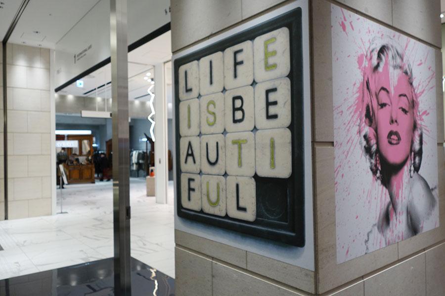 """館内に点在するアート、1階にはバンクシーに見出されたMR.BRAINWASHの作品。「SPACE14」にて12月6日まで企画展『MR.BRAINWASH EXHIBITION""""LIFE IS BEAUTIFUL""""』を開催"""