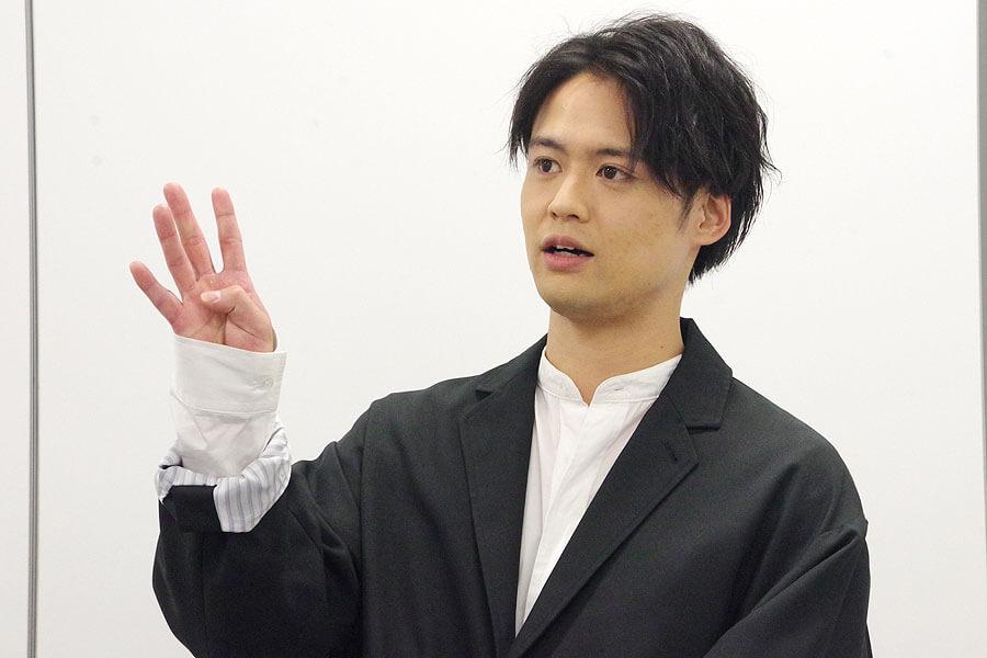 『マインド・リマインド』の会見に出席した吉本考志(10月28日・大阪市内)