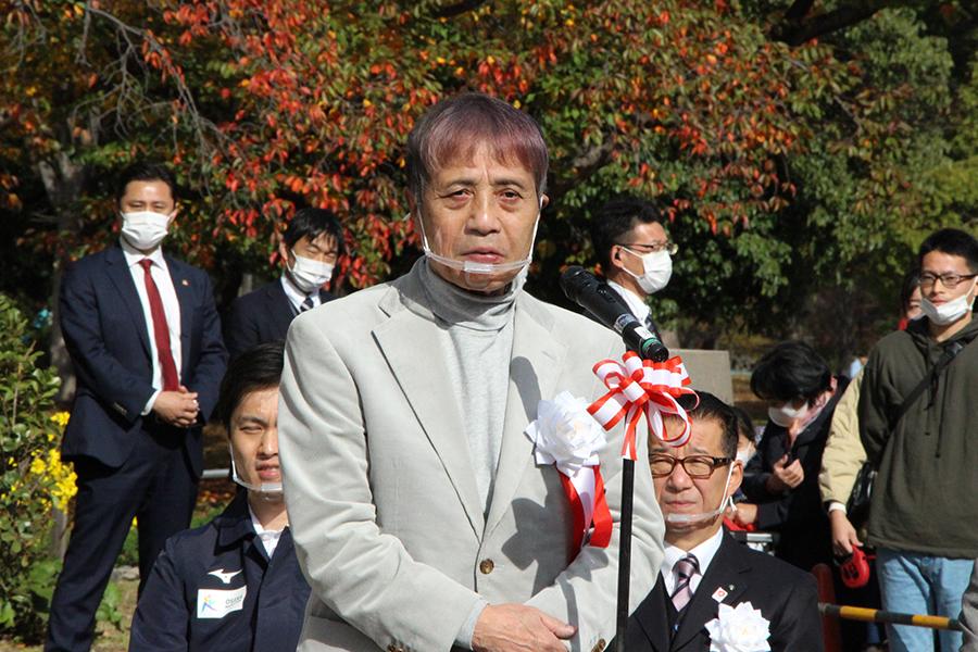 大阪出身の建築家・安藤氏は、大阪にはすでにたくさんの桜があるがもっと増やそうと語りかける