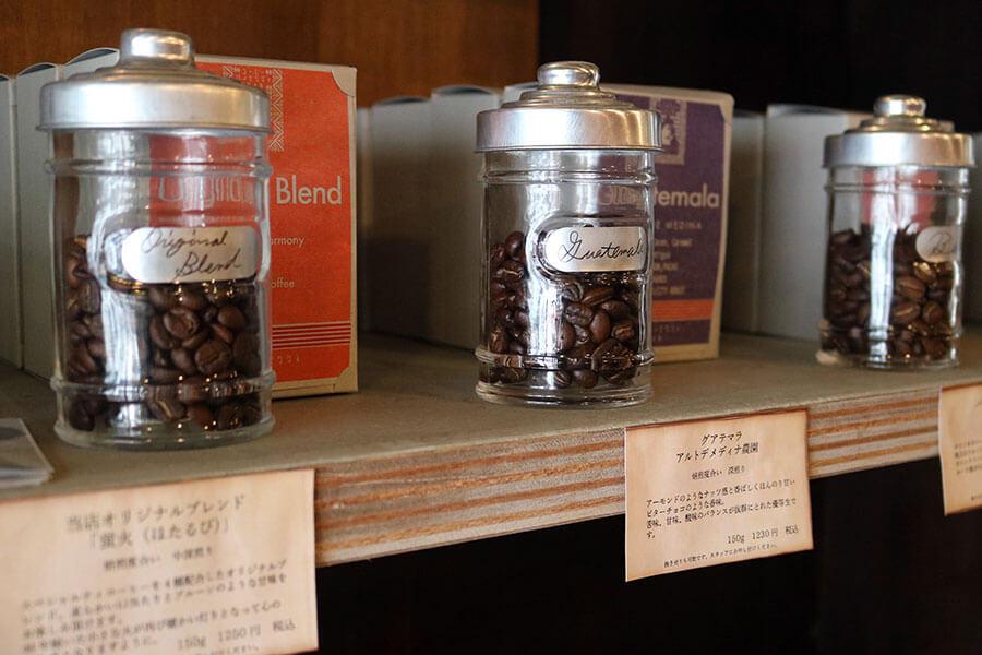 店内で販売しているコーヒー豆は4種類。大阪店のオリジナルブレンドは「蛍火(ほたるび)」(150g 1250円)