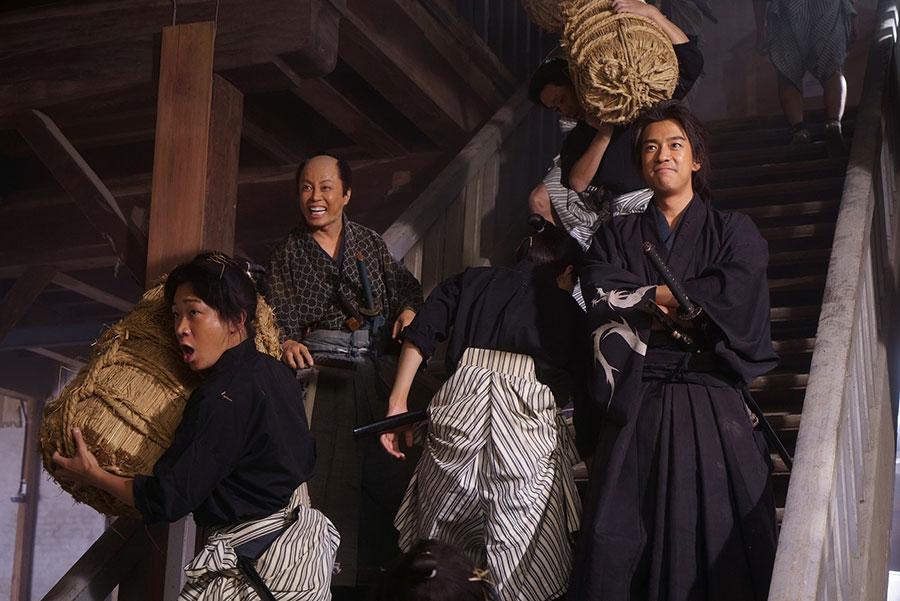 時代劇が初めてだという三浦翔平と西川貴教について田中監督は、「翔平君と西川君に話を訊いたとき、『時代劇ってすごい怖いと思ってたんですけど、みんなやさしいですね』というのが彼らの第一声でした」と明かした (C)2020 「五代友厚」製作委員会