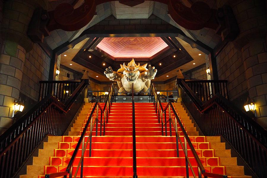 「クッパ城」に入ると現れる大階段