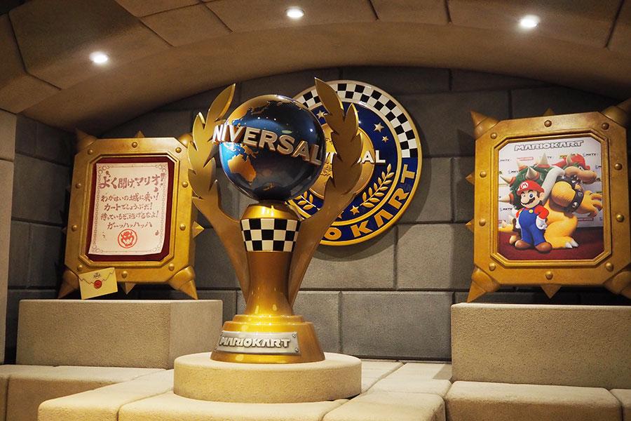 「トロフィールーム」には、クッパの挑戦状や「ユニバーサル・スタジオ・ジャパン」のロゴをモチーフとしたトロフィーも