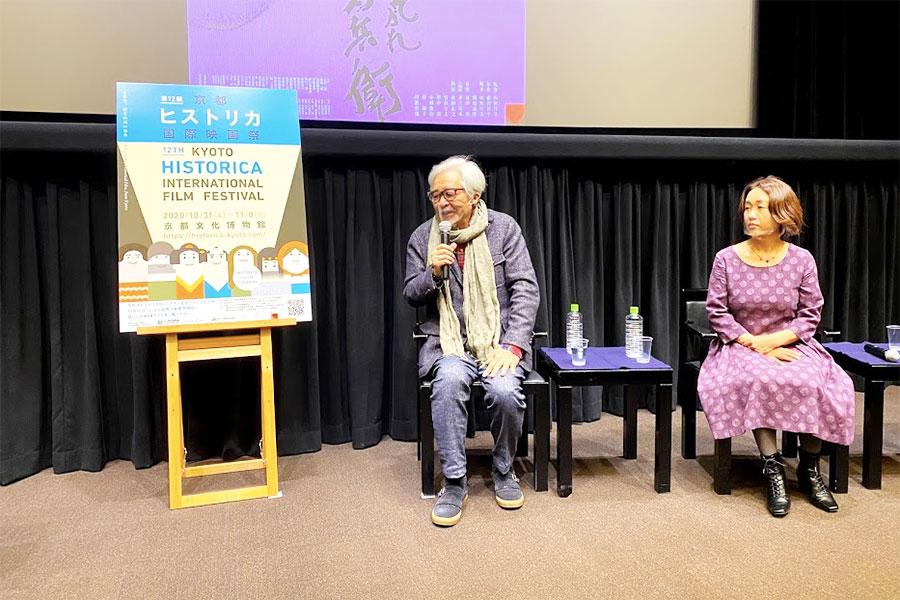 左から山田洋次監督、『たそがれ清兵衛』で美術助手とつとめた倉田智子
