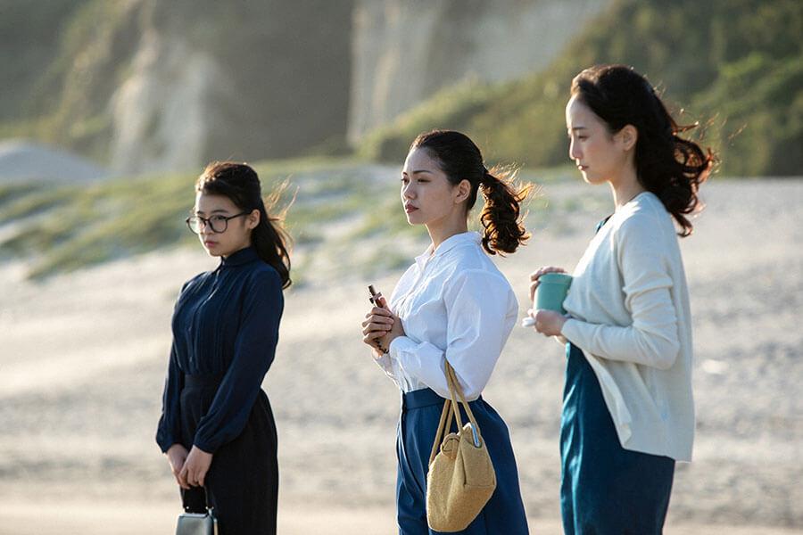 久しぶりに3姉妹そろう梅(森七菜)、音(二階堂ふみ)、吟(松井玲奈)(C)NHK