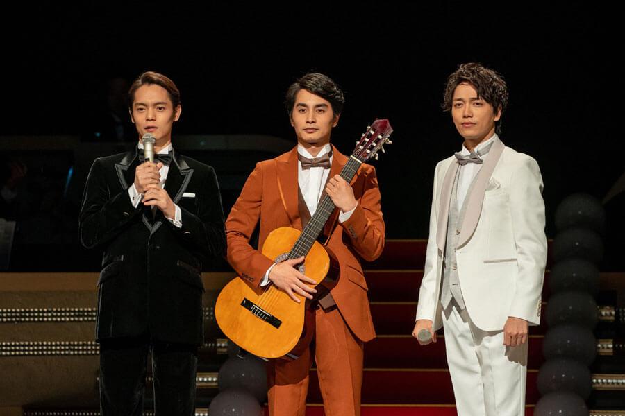 福島三羽ガラスがそろってステージに。左から古山裕一(窪田正孝)、村野鉄男(中村蒼)、佐藤久志(山崎育三郎) (C)NHK