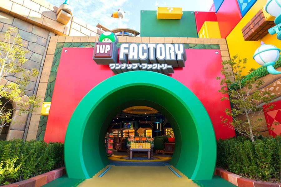 土管をぬけるとグッズが盛りだくさんなおもちゃの工場「ワンナップ・ファクトリー」 (C)Nintendo.