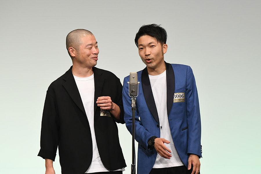 アキナ (左:山名文和 右:秋山賢太)(C)M-1グランプリ事務局