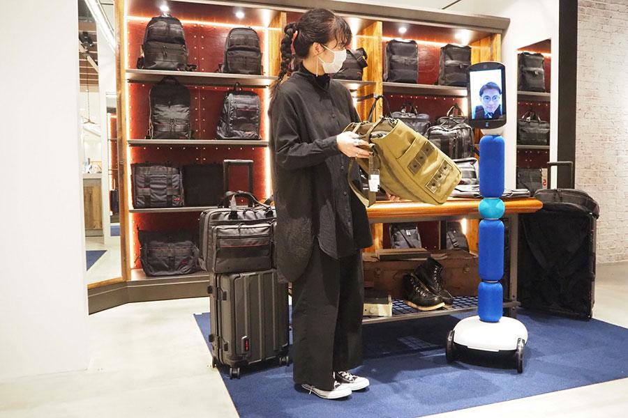 アバターロボットのサイズは3種類あり、100~150cm。ボディーカラーは多色展開。折り畳みも可能
