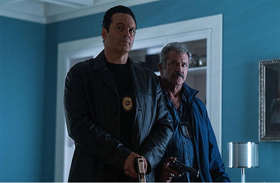 ビンス・ボーンとメル・ギブソンが刑事役を演じる『ブルータル・ジャスティス』。定職処分を受けることからある計画に乗り出す。(C) 2018 DAC FILM, LLC. All RIGHTS RESERVED