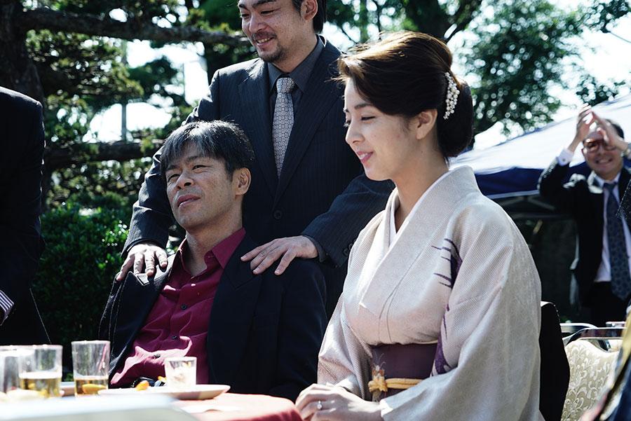 松本利夫演じる組長の妻・佳奈を演じる柳ゆり菜。(C)2020「無頼」製作委員会/チッチオフィルム