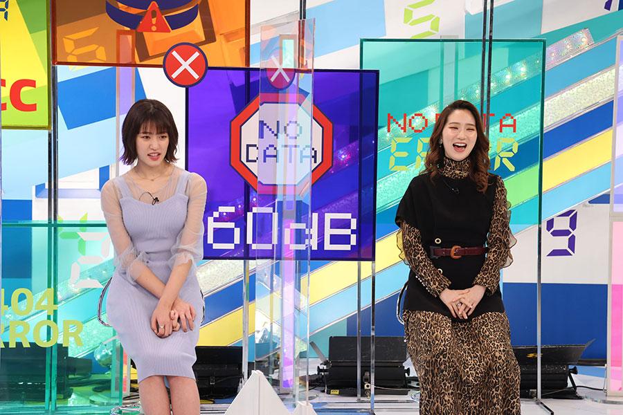アイドルグループ・りんご娘の王林、タレントのファーストサマーウイカ(左)(c)ktv