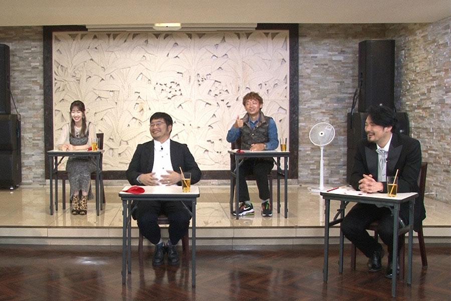 (左から)審査員の、柏木由紀、松尾諭、脇阪寿一、小田井涼平 (C)ytv