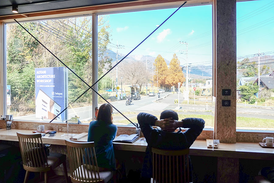 メタセコイア並木を眺めながらくつろげる「葉山珈琲 メタセコイアGARDEN店」