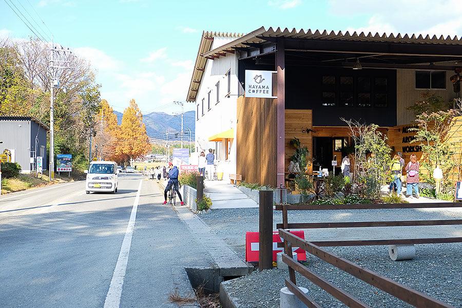 倉庫をリノベーションした現在の様子。メタセコイア並木が観光客誘致に大きく貢献。2階は本業の青谷建築工房のショールームとして来春展開予定