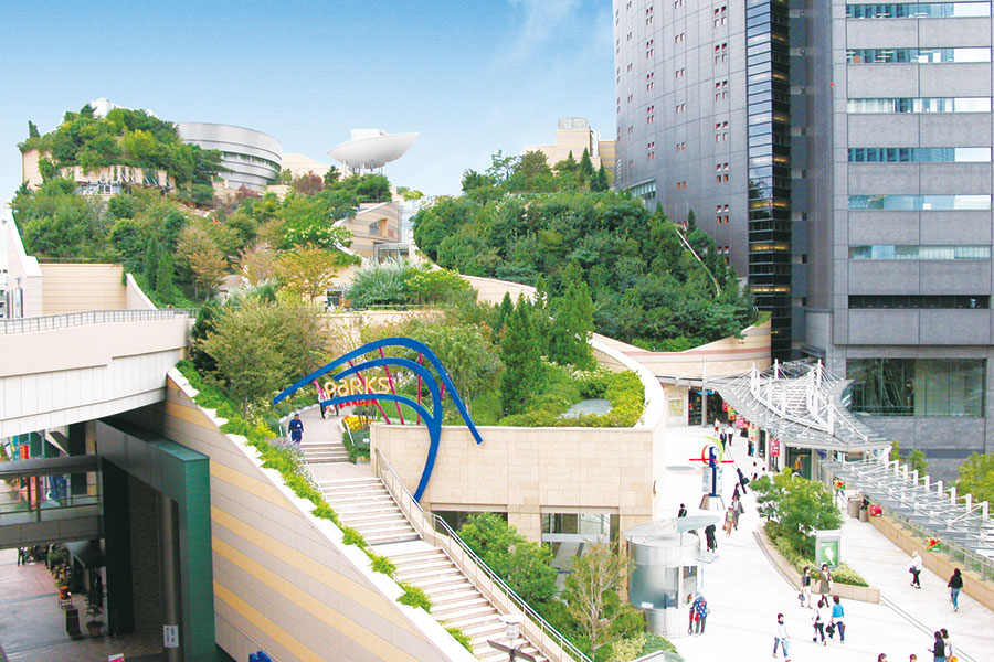 南海難波駅、大阪なんば駅から徒歩すぐの「なんばパークス」