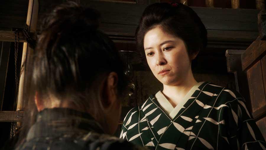 千代の新しい母・竹井栗子を演じる宮澤エマ (C)NHK