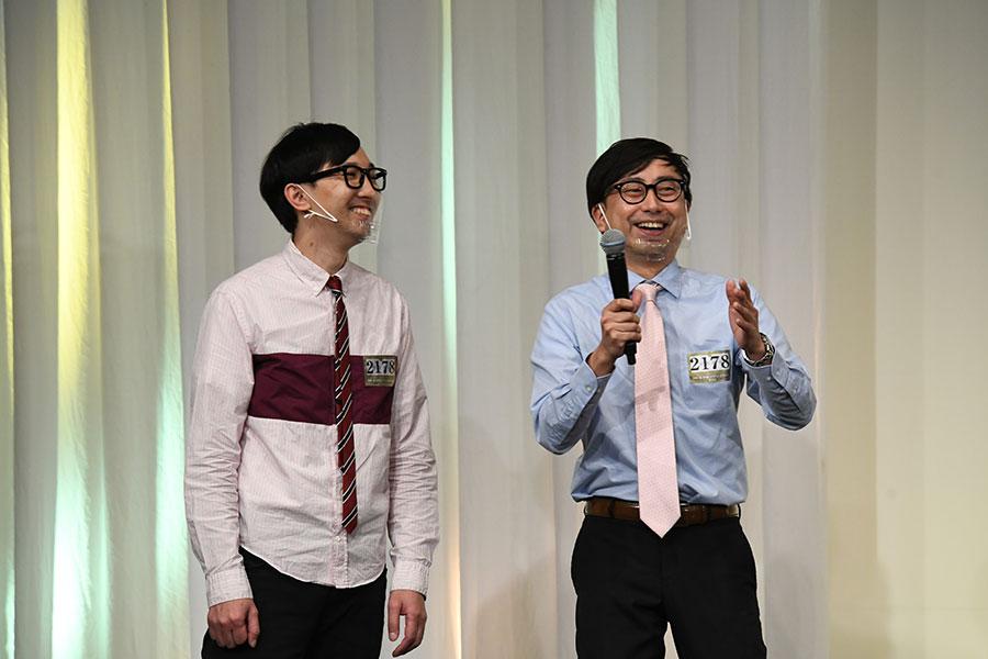 会見に登場したおいでやすこが (左:こがけん 右:おいでやす小田)(C)M-1グランプリ事務局