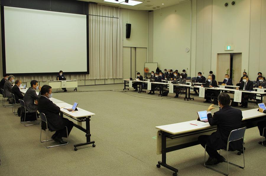 大阪府庁でおこなわれた「大阪府新型コロナウイルス感染症対策本部会議」(12月14日・大阪市)