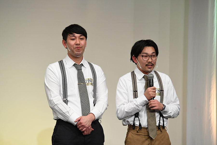 会見に登場したオズワルド (左:畠中悠 右:伊藤俊介)(C)M-1グランプリ事務局