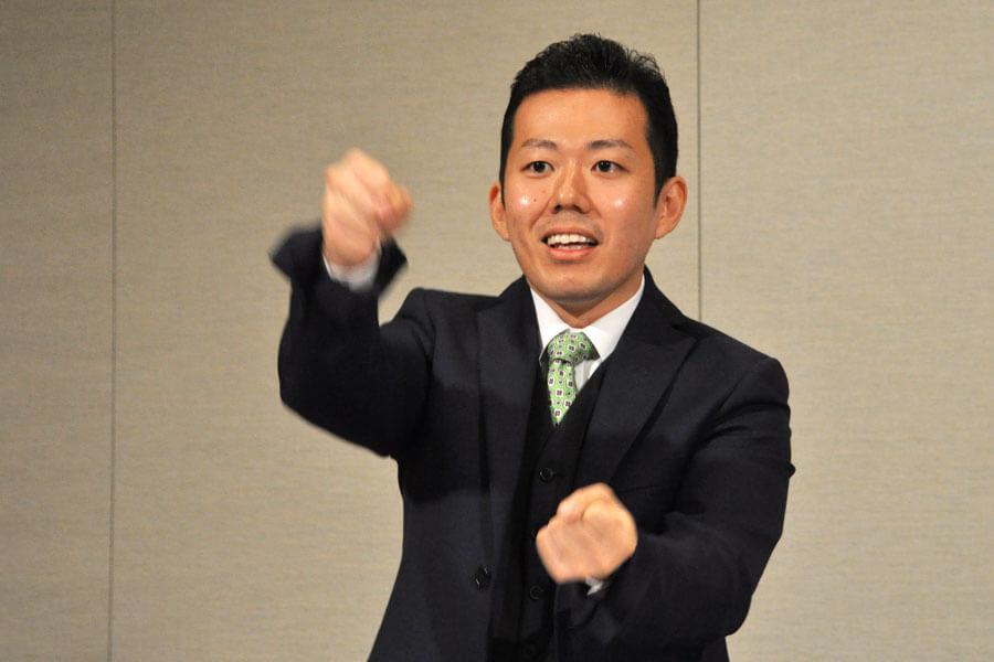 「目に見えないモノを動かしたり、勇気づけたりするために、僕は芝居をやってる」と藤山扇治郎