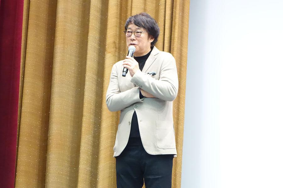 「みんな真面目に役作りしてくれて。スタッフ全員が、みんなはじめてだと思えないと口々に言ってました。度胸も据わってて、役にちゃんと向き合ってくれた」と、出演者への思いを語る田中光敏監督(3日・大阪市内)