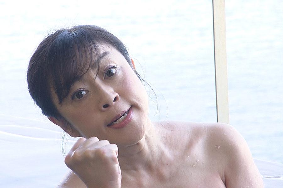 体を張る松本明子 (C)ABCテレビ
