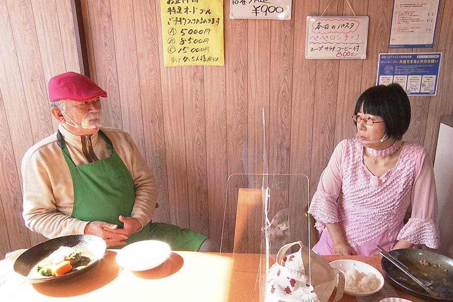 ほのぼのロケを続ける阿佐ヶ谷姉妹の妹・美穂(右)(C)ABCテレビ