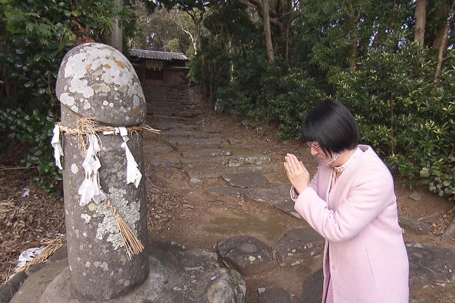 阿佐ヶ谷姉妹の姉・江里子(右)(C)ABCテレビ