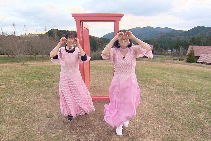 相席旅に繰り出す阿佐ヶ谷姉妹の姉・江里子(右)(C)ABCテレビ