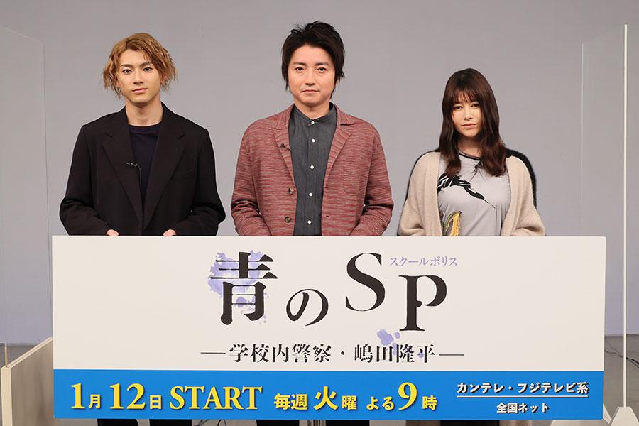 会見に登場した(左から)山田裕貴、藤原竜也、真木よう子(10日・東京都内)