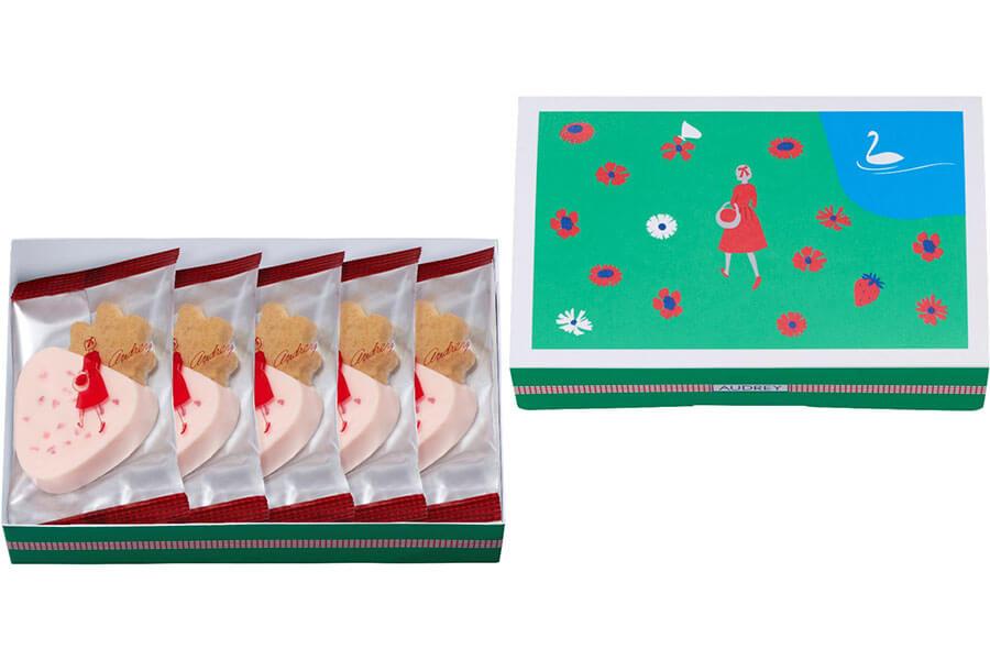 サブレといちごのつぶつぶ入りチョコレートを重ねたバレンタイン限定パッケージの「ハローベリーストロベリー」5個入1188円