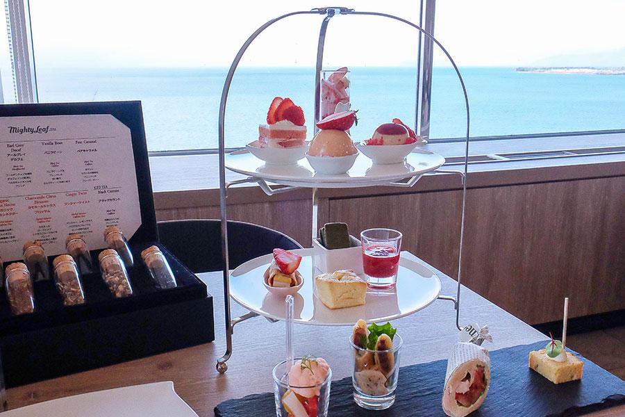 絶景を眺めながら味わう「Strawberry Afternoon Tea」(4600円)