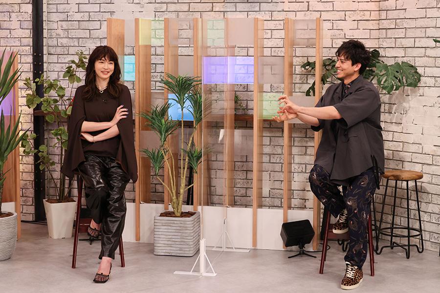 左から、長谷川京子、満島真之介 (c)ktv