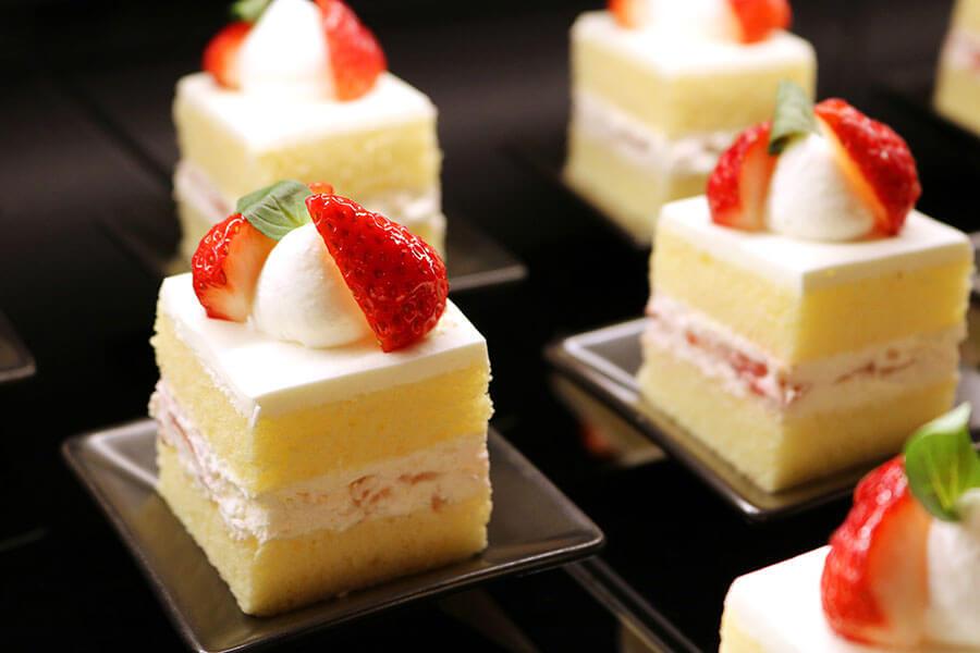 小ぶりなサイズで、フワフワのスポンジが楽しめる「ロイヤル・ストロベリーショートケーキ」