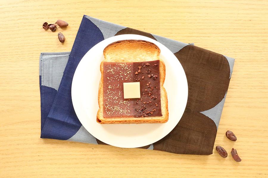 「スライスようかん CACAO」(594円)。パンに乗せて焼くと、小倉羊羹とカカオ羊羹、1枚で2つの味が楽しめる。写真はイメージ