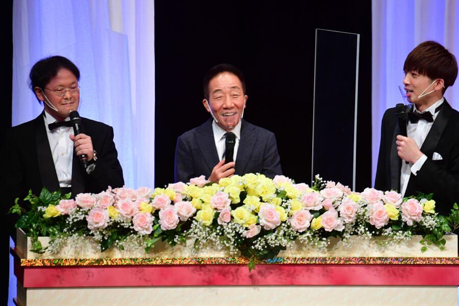 MCをつとめたアインシュタインと中田カウス会長(1月11日・NGK)