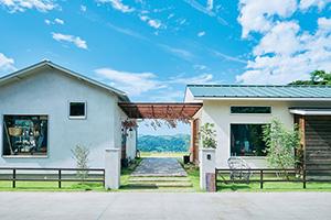 淡路島・山の上の人気カフェ、すばらしい絶景でランチを