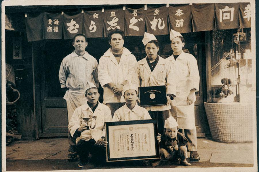 昭和30年ごろの「むか新」店舗写真。現在は洋菓子の販売もおこなう