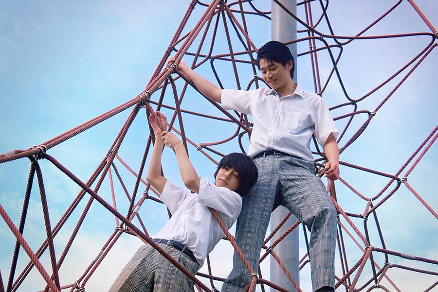 冒頭のシーンは田川中央公園で撮影。親友である平川泰我(写真上)を演じるのは、今回で俳優デビューした石内呂依。(C)2020『夏、至るころ』製作委員会
