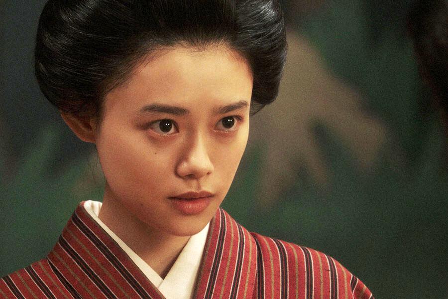 「三楽劇場」で清子からある提案をされる竹井千代(杉咲花) (C)NHK