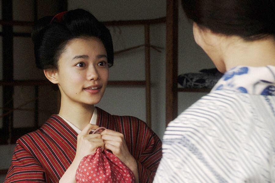 大部屋女優からあることを言われる竹井千代(杉咲花) (C)NHK