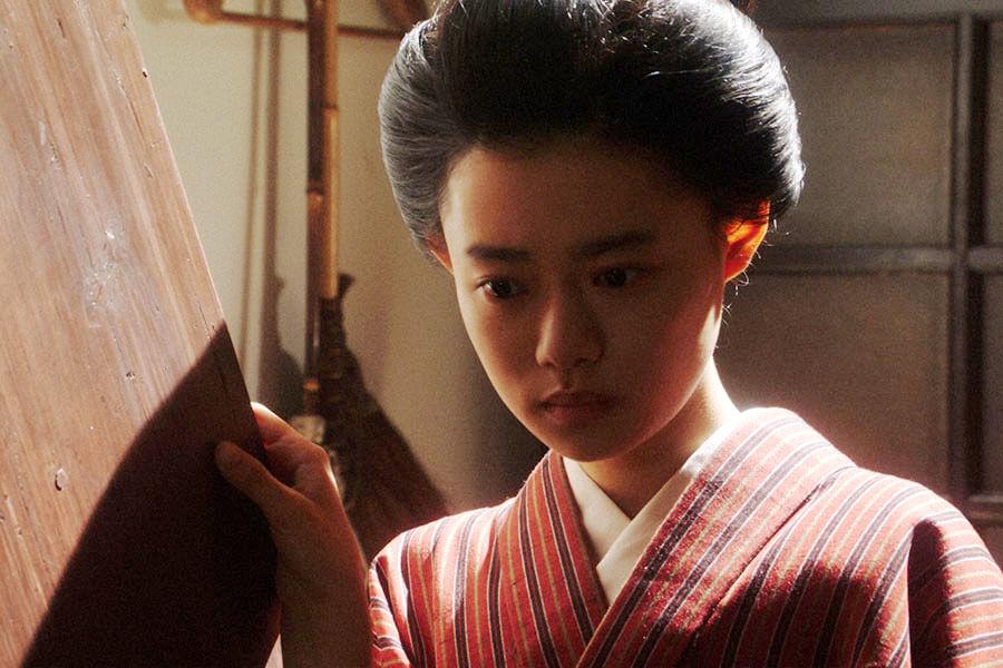 一平と話しをする竹井千代(杉咲花) (C)NHK