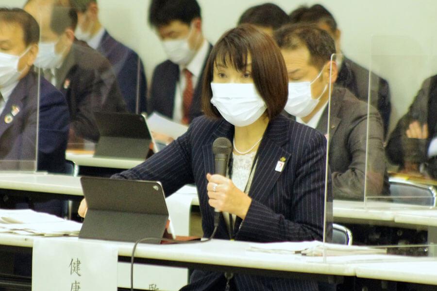 『大阪府新型コロナウイルス対策本部会議』に出席した健康医療部の藤井睦子部長(1月12日・大阪府庁)